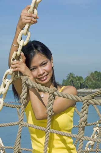 arlene in yellow-AsiaPhotoStock