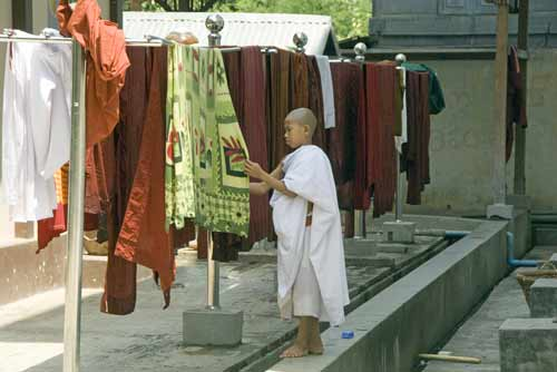 drying clothes-AsiaPhotoStock