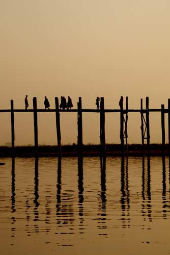 dusk u-bein bridge-AsiaPhotoStock