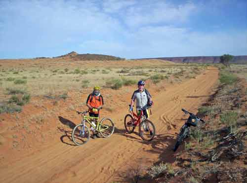 outback cyclists-asia photo stock