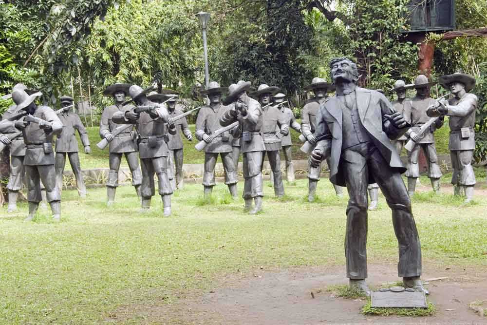 was rizal given a fair trial En route, rizal was arrested and subjected to a mock trial in manila by the authorities although he had nothing to do with the revolution found guilty, he was, at the age of thirty-five, shot at dawn on december 30, 1896.