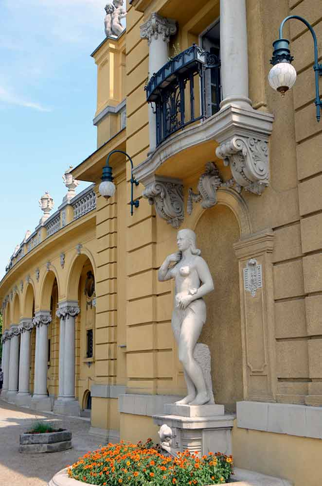 szechenyi baths-AsiaPhotoStock