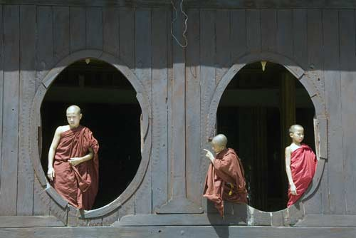 temple monks-AsiaPhotoStock